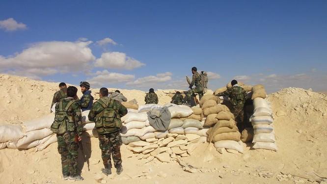 Trận chiến Palmyra: Pháo Syria khạc lửa dập nát hơn 40 tay súng IS ảnh 7