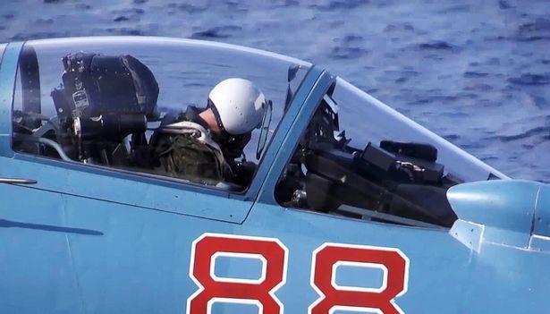 Chiến cuộc Syria: Nga tự tin rút tàu sân bay, bớt binh lực ảnh 5