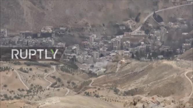Quân đội Syria tập trung binh lực đánh chiếm nguồn nước ngoại ô Damascus (video) ảnh 1
