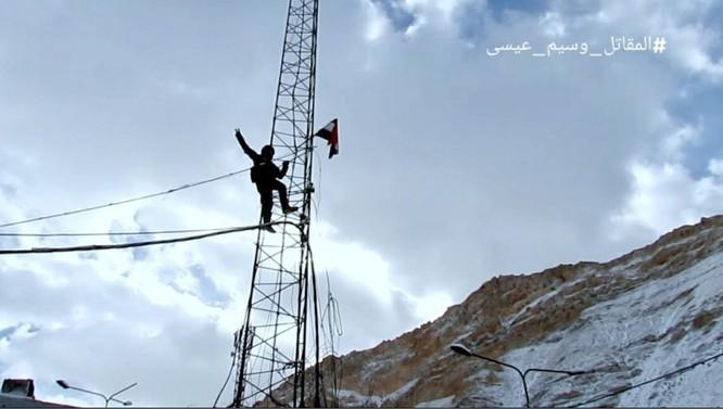 Video chiến sự Syria: Quân Assad làm chủ hoàn toàn nguồn sống Damascus ảnh 4