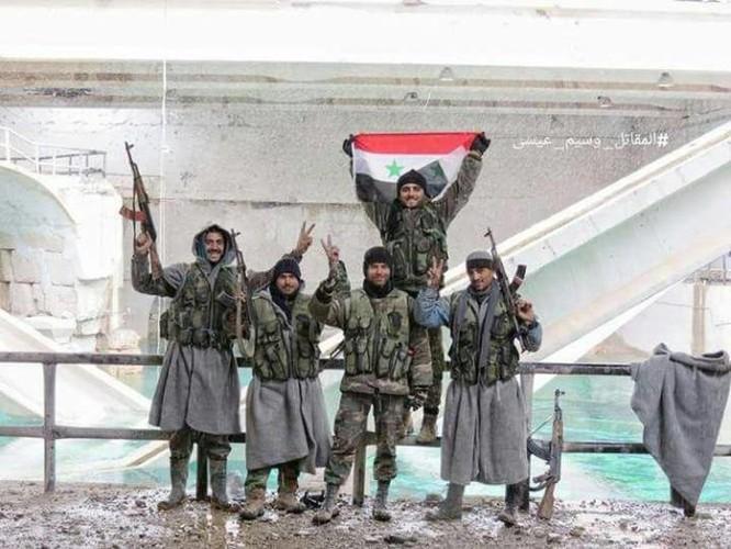 Video chiến sự Syria: Quân Assad làm chủ hoàn toàn nguồn sống Damascus ảnh 5