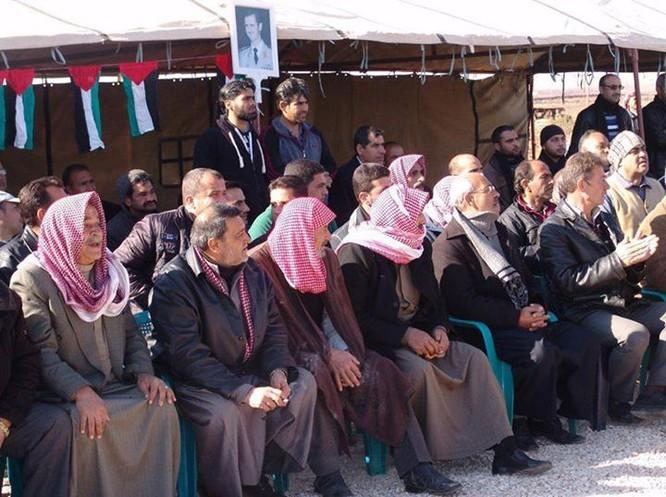 Hơn 600 phiến quân Syria nộp vũ khí đầu hàng ở ngoại vi Damascus ảnh 1