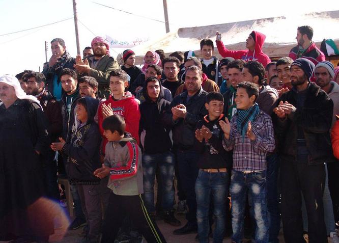 Hơn 600 phiến quân Syria nộp vũ khí đầu hàng ở ngoại vi Damascus ảnh 4