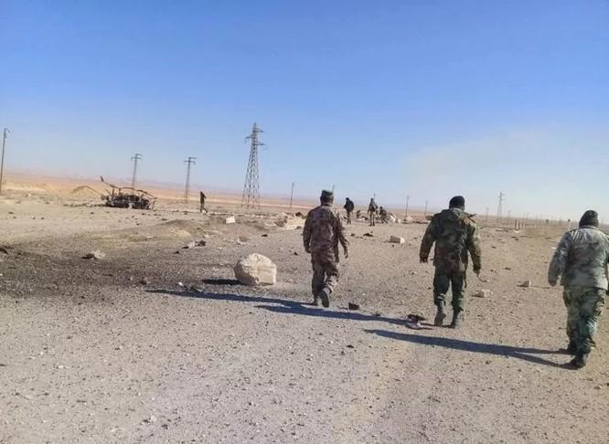 Chiến sự Palmyra: Quân đội Syria sắp khai hỏa đoạt lại khu mỏ khí chiến lược ảnh 2