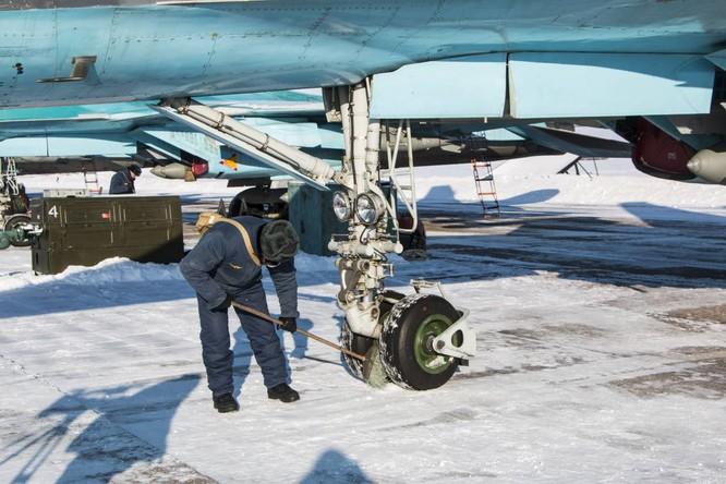 """""""Thú mỏ vịt"""" Su-34 Nga huấn luyện chiến đấu trong băng giá ảnh 1"""