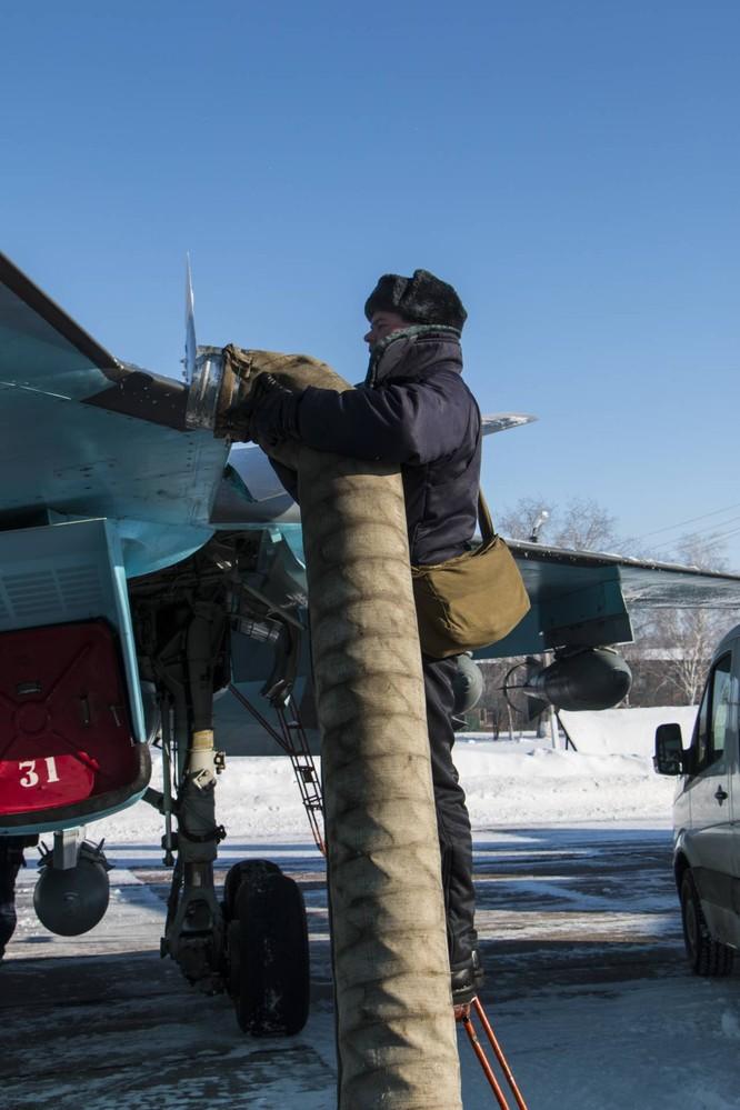 """""""Thú mỏ vịt"""" Su-34 Nga huấn luyện chiến đấu trong băng giá ảnh 3"""