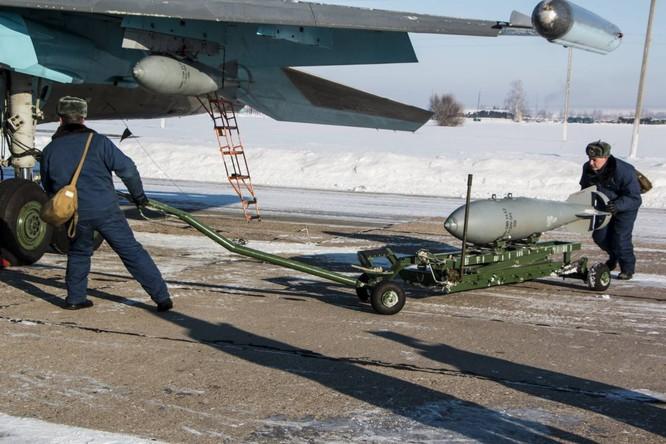"""""""Thú mỏ vịt"""" Su-34 Nga huấn luyện chiến đấu trong băng giá ảnh 4"""