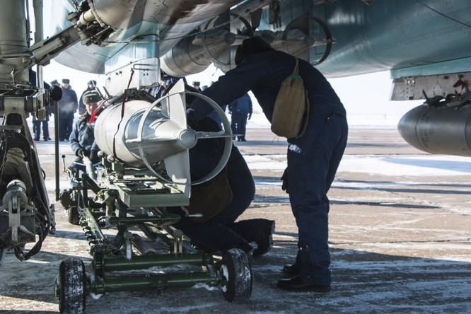 """""""Thú mỏ vịt"""" Su-34 Nga huấn luyện chiến đấu trong băng giá ảnh 5"""