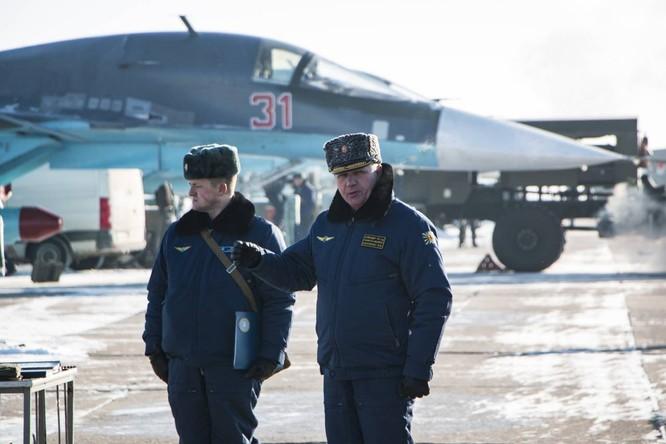 """""""Thú mỏ vịt"""" Su-34 Nga huấn luyện chiến đấu trong băng giá ảnh 7"""