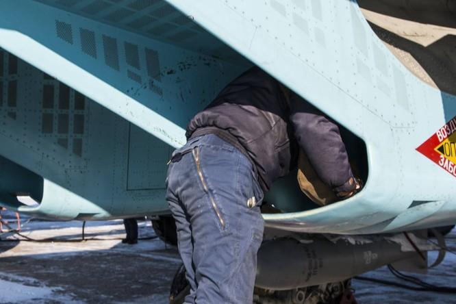 """""""Thú mỏ vịt"""" Su-34 Nga huấn luyện chiến đấu trong băng giá ảnh 9"""