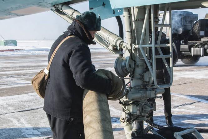 """""""Thú mỏ vịt"""" Su-34 Nga huấn luyện chiến đấu trong băng giá ảnh 10"""