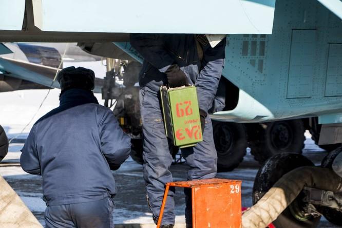 """""""Thú mỏ vịt"""" Su-34 Nga huấn luyện chiến đấu trong băng giá ảnh 11"""