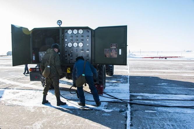 """""""Thú mỏ vịt"""" Su-34 Nga huấn luyện chiến đấu trong băng giá ảnh 13"""