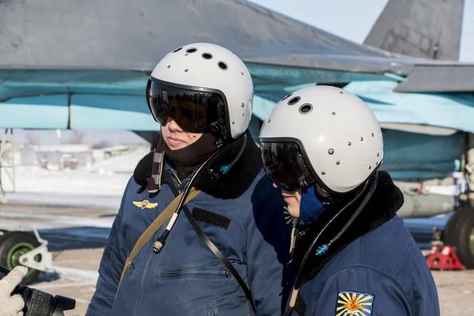 """""""Thú mỏ vịt"""" Su-34 Nga huấn luyện chiến đấu trong băng giá ảnh 15"""