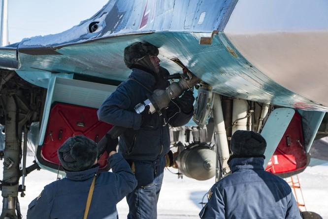 """""""Thú mỏ vịt"""" Su-34 Nga huấn luyện chiến đấu trong băng giá ảnh 17"""