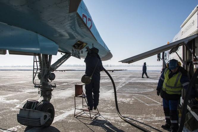 """""""Thú mỏ vịt"""" Su-34 Nga huấn luyện chiến đấu trong băng giá ảnh 19"""