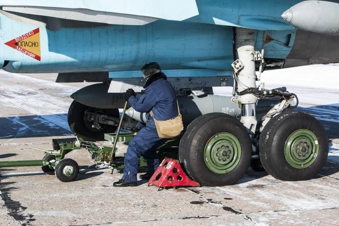 """""""Thú mỏ vịt"""" Su-34 Nga huấn luyện chiến đấu trong băng giá ảnh 21"""