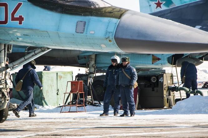 """""""Thú mỏ vịt"""" Su-34 Nga huấn luyện chiến đấu trong băng giá ảnh 22"""