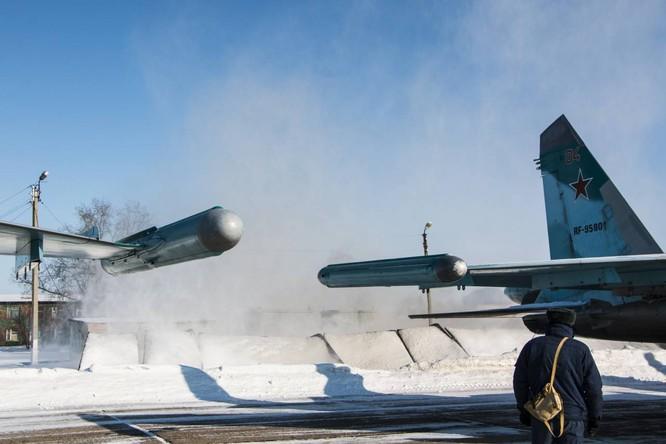 """""""Thú mỏ vịt"""" Su-34 Nga huấn luyện chiến đấu trong băng giá ảnh 23"""