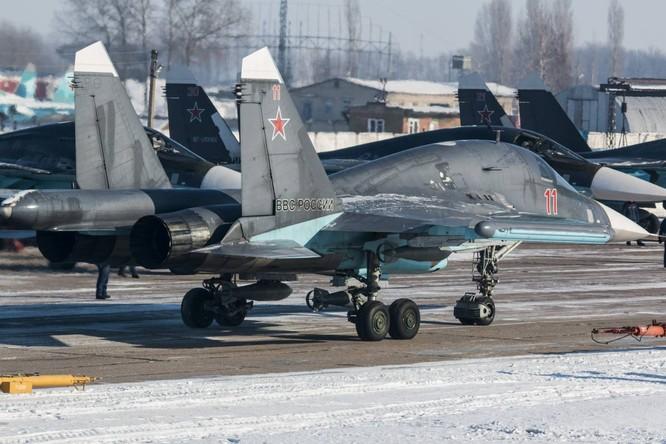 """""""Thú mỏ vịt"""" Su-34 Nga huấn luyện chiến đấu trong băng giá ảnh 25"""