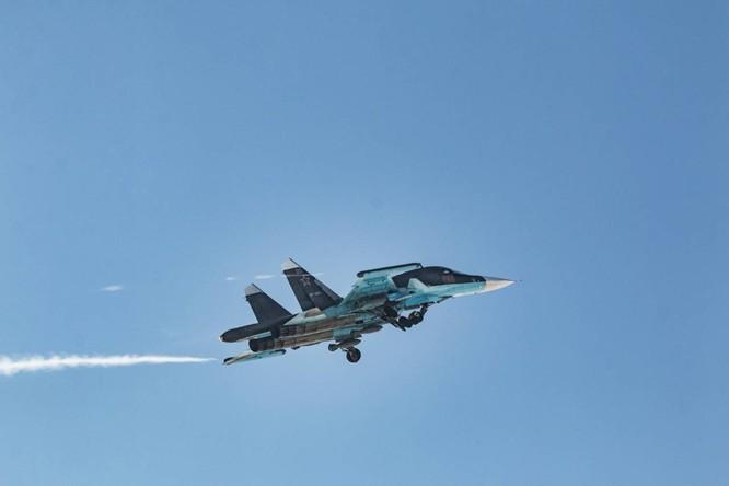 """""""Thú mỏ vịt"""" Su-34 Nga huấn luyện chiến đấu trong băng giá ảnh 27"""
