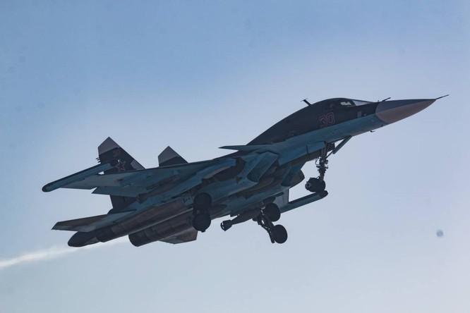 """""""Thú mỏ vịt"""" Su-34 Nga huấn luyện chiến đấu trong băng giá ảnh 28"""