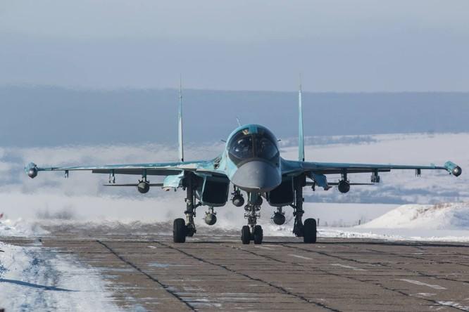 """""""Thú mỏ vịt"""" Su-34 Nga huấn luyện chiến đấu trong băng giá ảnh 30"""