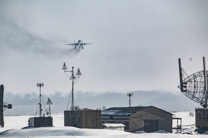 """""""Thú mỏ vịt"""" Su-34 Nga huấn luyện chiến đấu trong băng giá ảnh 32"""