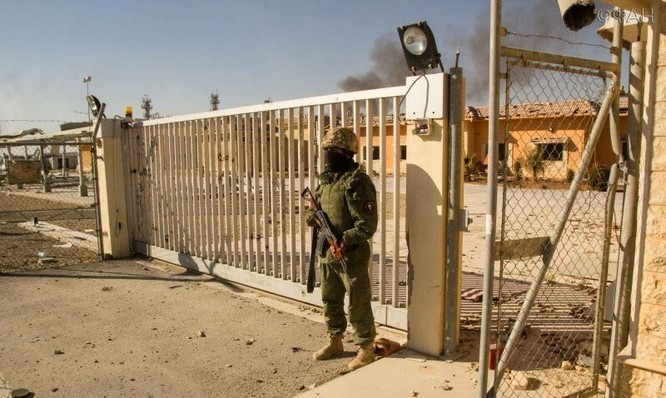 Chiến sự Palmyra: Quân tình nguyện Syria phòng thủ khu mỏ khí đốt (video+ảnh) ảnh 3