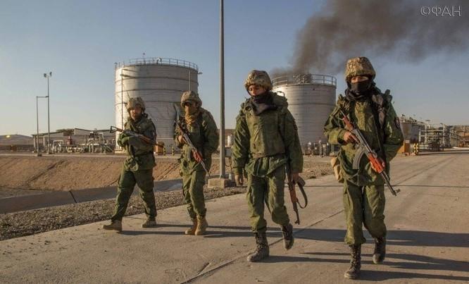 Chiến sự Palmyra: Quân tình nguyện Syria phòng thủ khu mỏ khí đốt (video+ảnh) ảnh 4