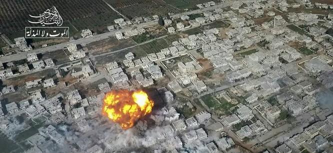 Chảo lửa Daraa: Phiến quân Syria đánh bom tự sát, không quân Nga-Syria ồ ạt trút sấm sét ảnh 1