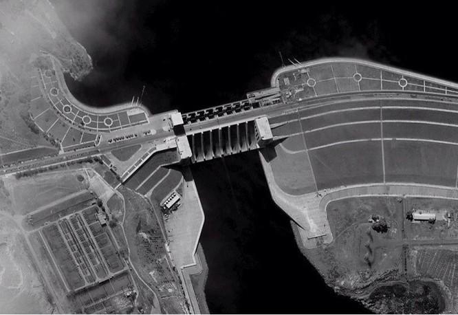 Không quân Mỹ dẫn đầu tấn công đập thủy điện Syria ảnh 1