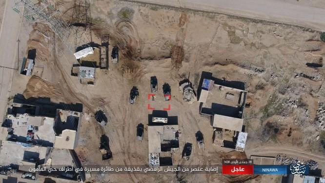 IS không kích bằng UAV, phá hủy xe thiết giáp Iraq ảnh 1