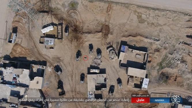 IS không kích bằng UAV, phá hủy xe thiết giáp Iraq ảnh 3