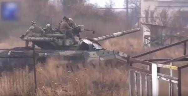 Chiến sự Ukraine: Giao tranh Donetsk bùng phát ác liệt, dân quân chiếm xe tăng T-64BM của Kiev ảnh 3