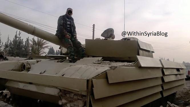 Chiến sự Syria: Tên lửa chống tăng đầu hàng T-72 Nga (video) ảnh 2