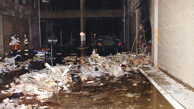 FBI công bố những bức ảnh chưa từng biết đến về vụ tấn công khủng bố Lầu Năm Góc ngày 11.9.2001 ảnh 7