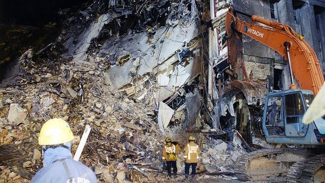 FBI công bố những bức ảnh chưa từng biết đến về vụ tấn công khủng bố Lầu Năm Góc ngày 11.9.2001 ảnh 8