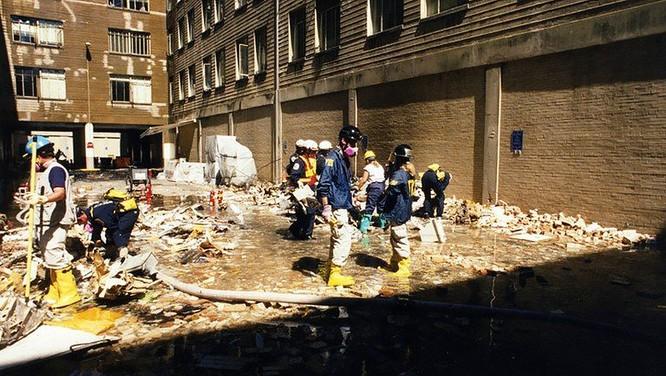 FBI công bố những bức ảnh chưa từng biết đến về vụ tấn công khủng bố Lầu Năm Góc ngày 11.9.2001 ảnh 9