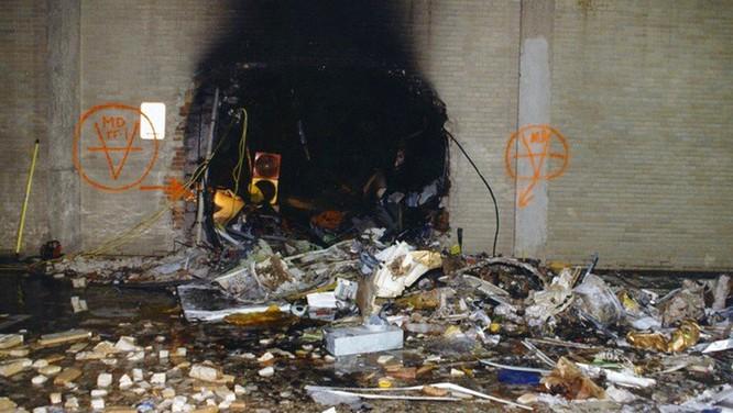 FBI công bố những bức ảnh chưa từng biết đến về vụ tấn công khủng bố Lầu Năm Góc ngày 11.9.2001 ảnh 12