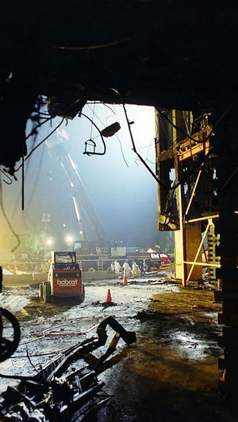 FBI công bố những bức ảnh chưa từng biết đến về vụ tấn công khủng bố Lầu Năm Góc ngày 11.9.2001 ảnh 17