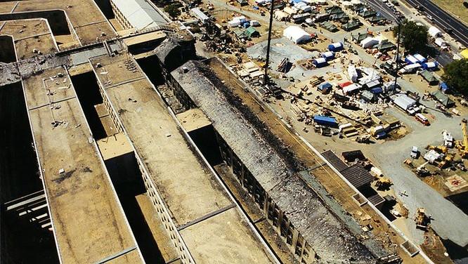 FBI công bố những bức ảnh chưa từng biết đến về vụ tấn công khủng bố Lầu Năm Góc ngày 11.9.2001 ảnh 19