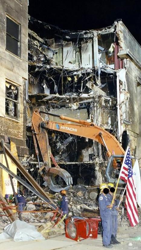 FBI công bố những bức ảnh chưa từng biết đến về vụ tấn công khủng bố Lầu Năm Góc ngày 11.9.2001 ảnh 20