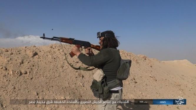 Trận chiến Palmyra: Quân đội Syria giao chiến ác liệt với IS ảnh 8