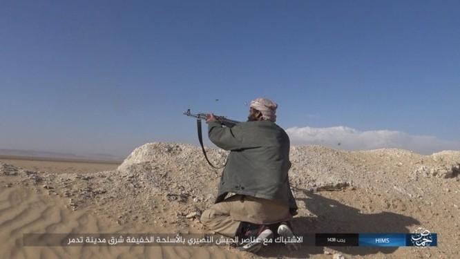 Trận chiến Palmyra: Quân đội Syria giao chiến ác liệt với IS ảnh 9