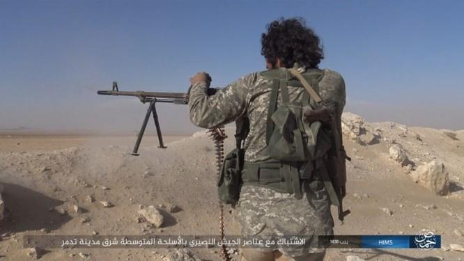 Trận chiến Palmyra: Quân đội Syria giao chiến ác liệt với IS ảnh 11