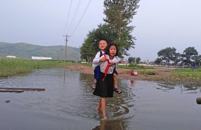 Cuộc sống bên trong đất nước Triều Tiên qua điện thoại di động ảnh 1