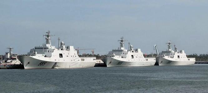Trung Quốc đóng tàu đổ bộ trực thăng khủng 40.000 tấn (video) ảnh 6