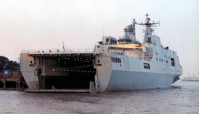 Trung Quốc đóng tàu đổ bộ trực thăng khủng 40.000 tấn (video) ảnh 9