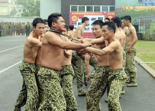Tuyệt kỹ đặc công Việt Nam xuất quỷ nhập thần (chùm ảnh video) ảnh 27